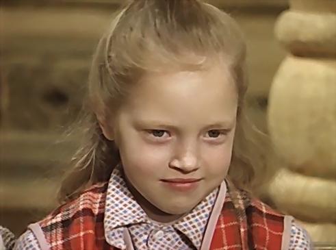 """Как выглядит девочка, сыгравшая сестренку Абдулова из """"Чародеев""""?"""